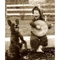 """Carte Enfants Noir et Blanc Vintage """"Fillette au Banjo et Chien"""""""