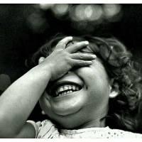 """Carte Enfants Noir et Blanc Fillette: """"Ah que c'est bon de rire"""""""