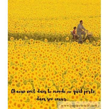 """Carte citation Bonheur: """"Chacun voit dans le monde ce qu'il porte dans son cœur. """""""