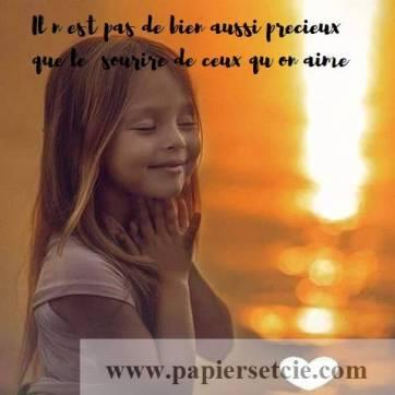 """Carte citation Bonheur: """"Il n'est pas de bien aussi précieux que le sourire de ceux qu'on aime"""""""