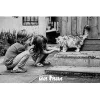 """Carte """"Gros Bisous"""" 2 Enfants et chat, en Noir et Blanc"""