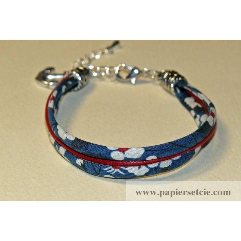 Bracelet manchette en tissu liberty mitsi marine cordon rouge - Tissu pour bracelet liberty ...